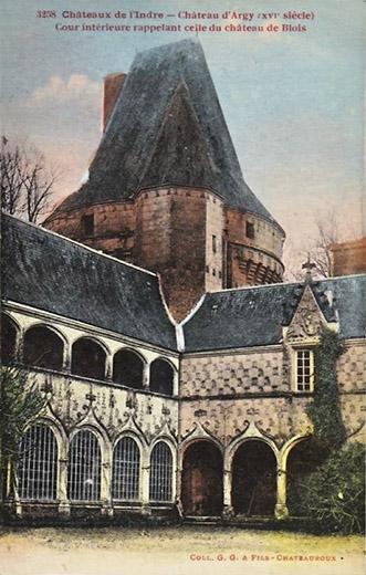 CPA_Argy_Château-cour-intérieure