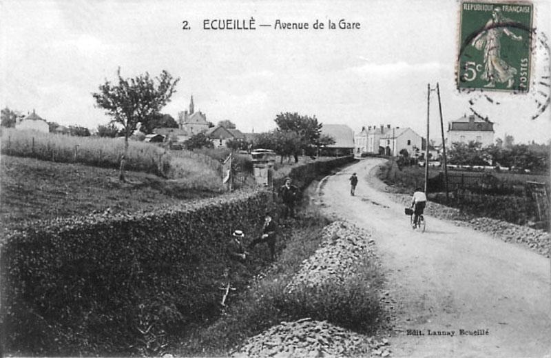CPA_Ecueillé_AvenuedelaGare