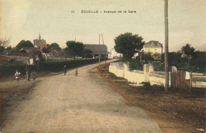 CPA_Ecueillé_Avenuegare3