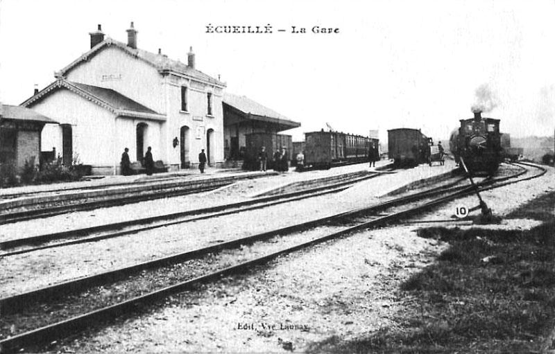 CPA_Ecueillé_LaGare