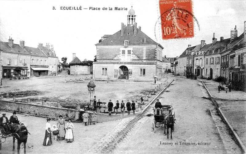 CPA_Ecueillé_PlaceMairie2