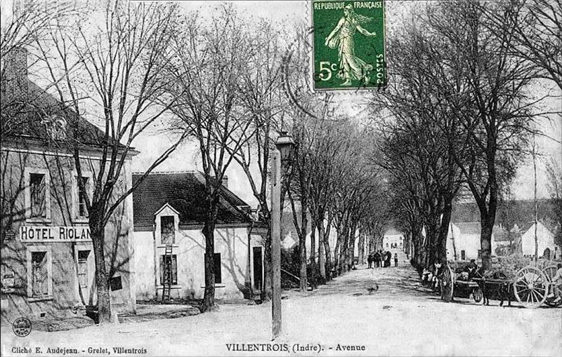 CPA_Villentrois_Avenue.Chateau03