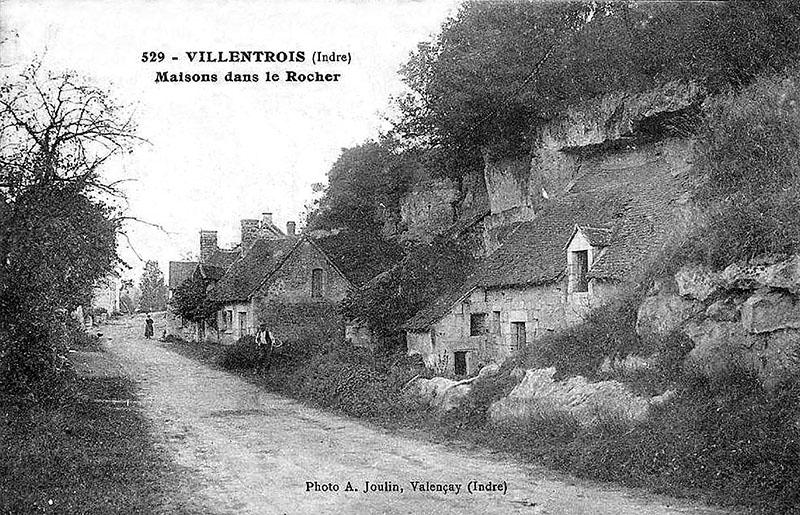 CPA_Villentrois_Maison.Dans_.Rocher